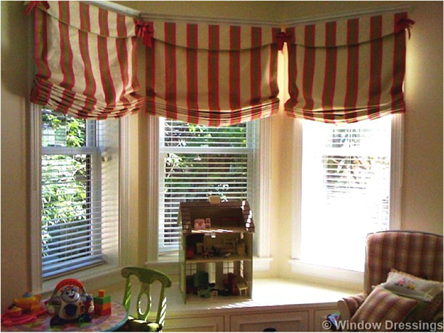 These balloon Roman shades keep a whimsical theme in the room
